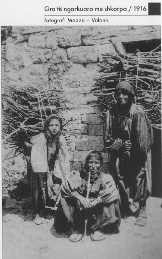 Gra me shkarpa-foto K.Maca, 1916