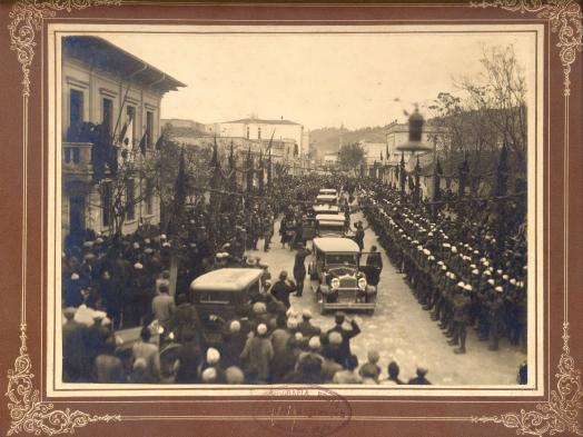 Vizita-e-motrave-te-Zogut-ne-Vlore-1937-AQSH