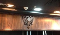 Shqiponja dykrenore e flamurit tonë kombëtar simbol firmës  Caval