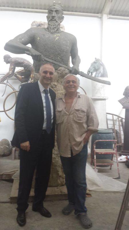 Ambasadori i Hungarise ne Tirane dhe skulptori